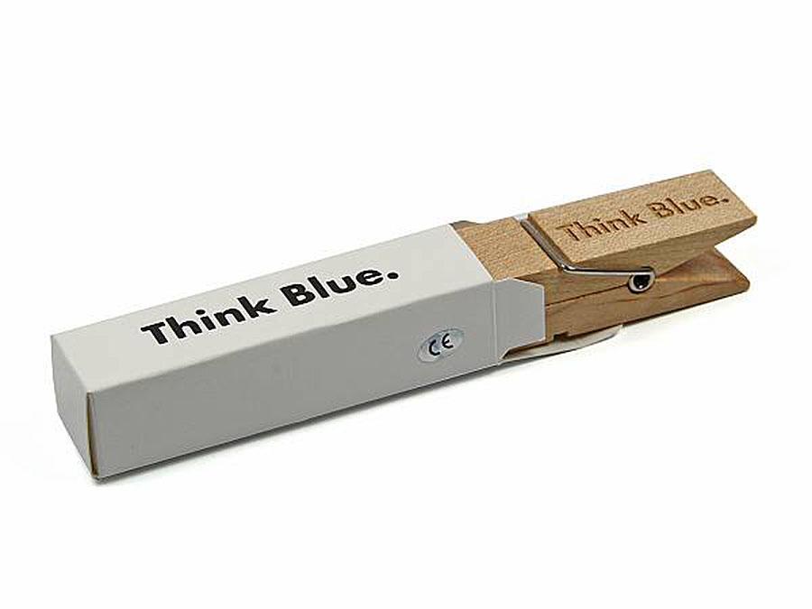 USB Stick Wäscheklammer mit Holzprägung in passender Verpackung