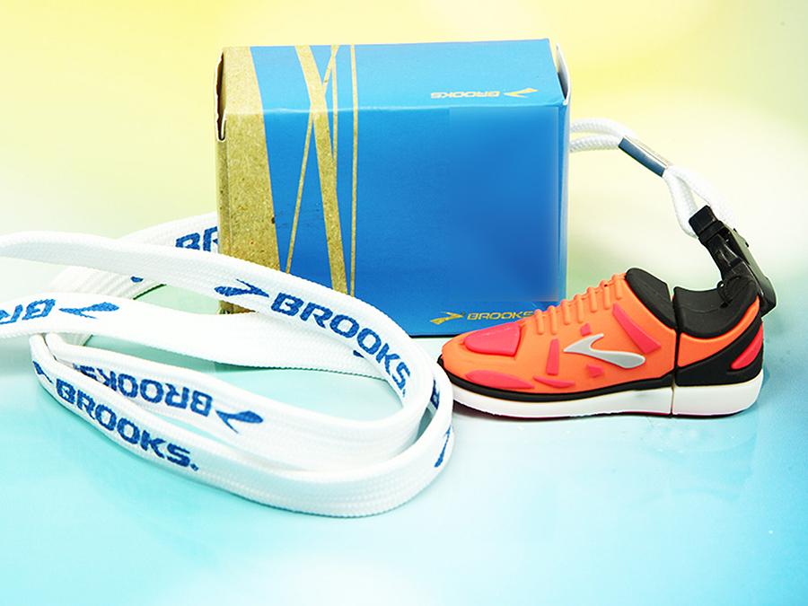 Brooks Sportschuh mit Lanyard und individueller Faltschachtel