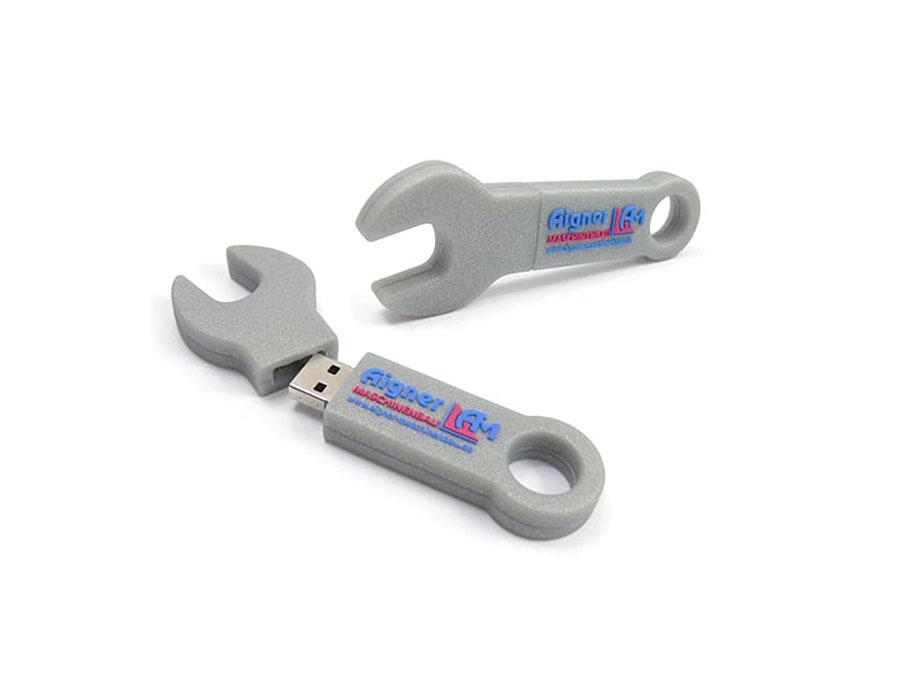 individueller USB-Stick in der From eines Schraubenschlüssels