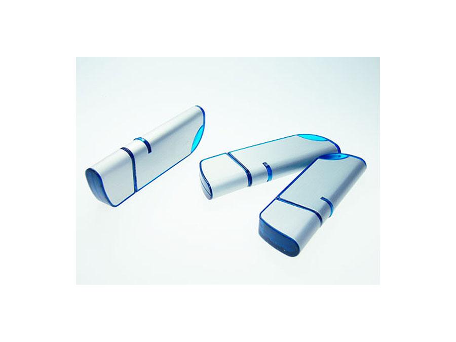Mehrere Metall USB-Sticks mit blauer Oberfläche