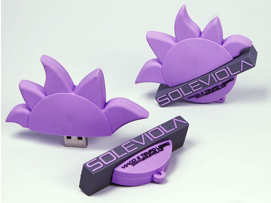 Soleviola Logo als USB-Stick in der Form einer Sonne und Blume