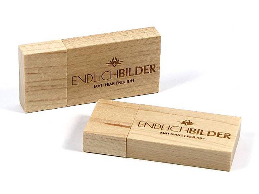 USB Stick aus Holz mit Logo ökologisch nachhaltig mit Prägung Logo