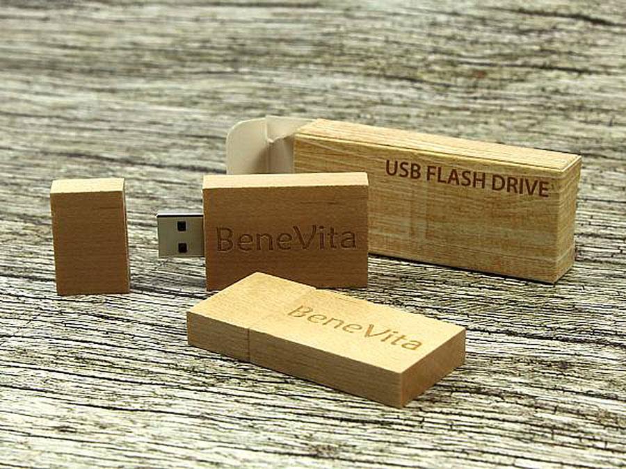 Eckiger Holz USB Stick schlicht  mit Logo in hellbraun buche hell