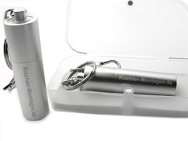 USB Stick aus Metall in silber Logogravur am Schlüsselring mit Karabiner