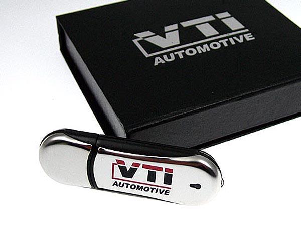 Hochwertier Chrom USB-Stick mit Logo in Geschenkverpackung