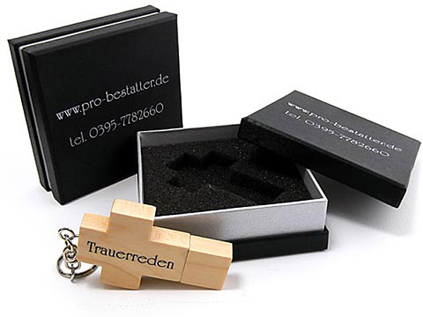 Holz Kreuz USB-Stick mit Logo in Geschenkverpackung Stülpdeckelbox