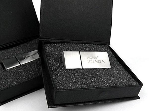 Metall USB Stick mit Logo graviert in Gescchenkbox Magnetklappbox