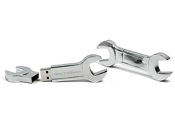Global TechMasters Schraubenschlüssel aus Metall USB-Stick