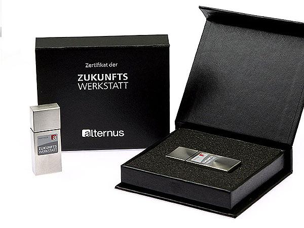 USB Stick matt Metall mit Gravur in Geschendose Tin