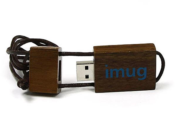Holz USB-Stick Nussbaum  am Band mit Prägung