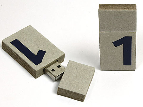 One USB-Stick aus Karton mit Logo