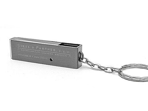 Detailreiche Gravur auf Metall USB-Stick mit gebürsteter Oberfläche