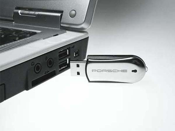Porsche USB-Stick mit Chrom mit Logo als Gravur