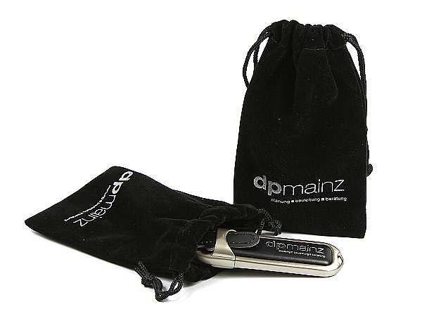 schwarzer dp Mainz Leder USB-Stick mit Samtsack und Logodruck