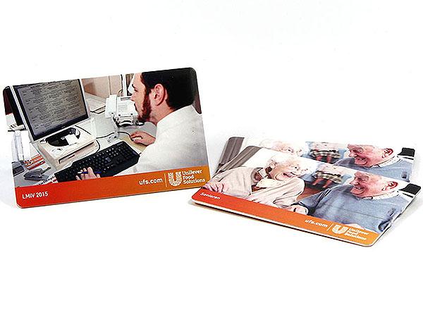 Unilever Karte aus Kunststoff mit USB-Stick auf beiden Seiten Fotomotiv als Digitaldruck