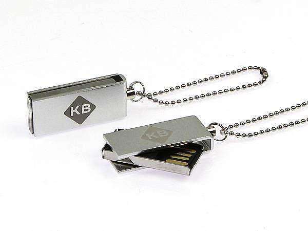 Mini USB-Sticks aus Metall mit geschwärzeter Gravur
