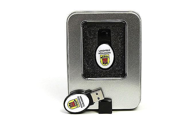 USB-Stick mit Doming Aufkleber und Logo als Digitaldruck