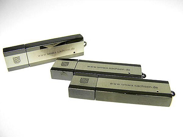 Sächsisches Staatsministerium für Wirtschaft USB-Stick aus Metall mit graviertem Logo