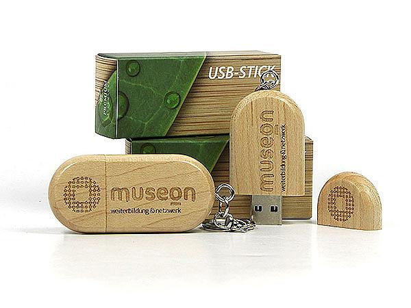 USB-Sticks aus Holz mit Gravur und Faltschachtel Geschenkverpackung