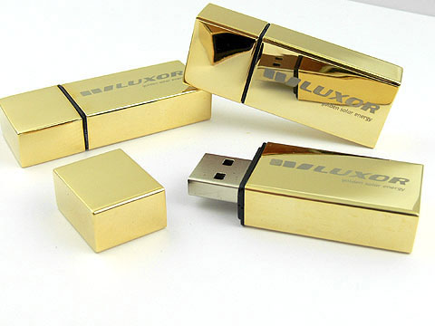 Goldener USB Stick mit Logodruck in Geschenkverpackung