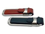 USB Stick aus Leder mit Gravur auf Schlüsselring und Schaft