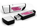Aluminium USB-Stick in Schwarz mit bits und bytes Aufdruck