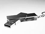 gedrehter USB-Stick aus Metall mit Bügel