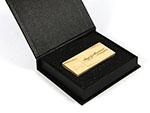 Eckiger Holz USB Stick schlicht  mit Logo in hellbraun buche hell mit Geschenkverpackung