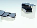 verspiegelte Oberfläche eines Metall USB-Sticks